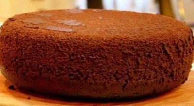 Вкуснейший десерт: классический шоколадный бисквит