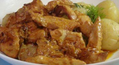 Изумительная куриная грудка под сметанным соусом