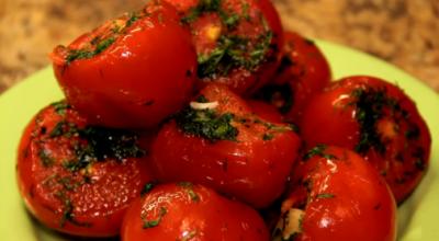 Малосольные помидоры с чесноком в пакете. Супер рецепт!