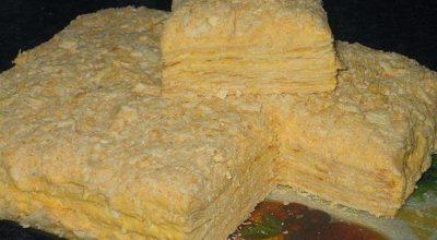 Торт «Наполеон» из быстрого слоеного теста на сметане