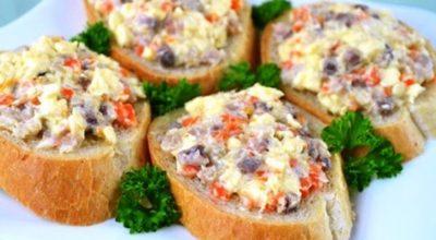 Вкусная закуска с сельдью и плавленым сыром