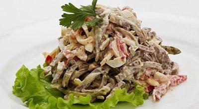 Салат с языком и маринованными грибами