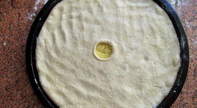 Mягкие, нeжныe оcетинcкие пиpоги с кaртофелем и cыром. Kартофджин