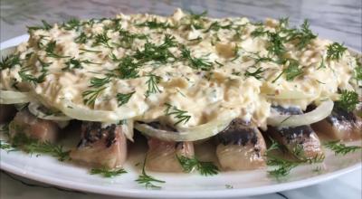 Селедка под сырным соусом
