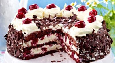 Очень вкусный торт с вишней и взбитыми сливками. Пальчики оближешь
