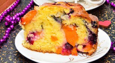 Заливной пирог с абрикосами и черной смородиной: пошаговый рецепт с фото