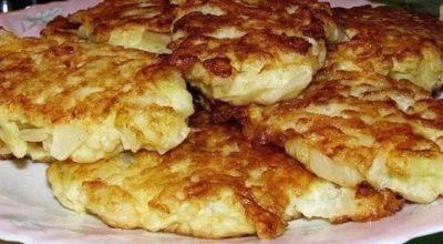Капустные оладушки на кефире — вкусное, дешевое и не слишком калорийное блюдо