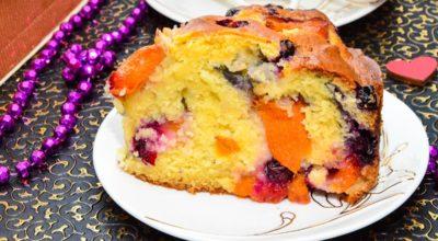Вкусный заливной пирог с абрикосами и черной смородиной: пошаговый рецепт с фото