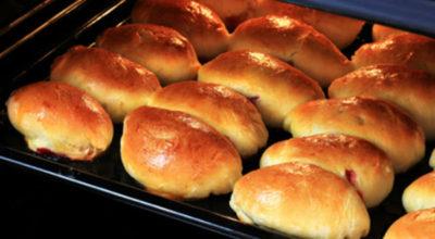 Как сделать выпечку мягкой и пушистой: готовим дрожжевое тесто для духовых пирожков
