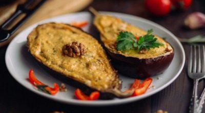 Потрясающие запеченные баклажаны с творожно-овощной начинкой