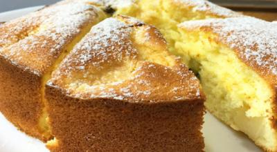 Соблазнительно аппетитный, а также очень вкусный и простой в приготовлении бисквитный пирог