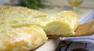 Вкуснейшая лепешка из творожного теста с сыром