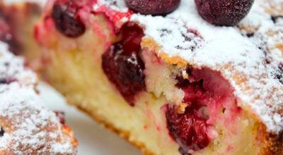 Изумительный пирог на кефире, который холодный еще вкуснее, чем горячий