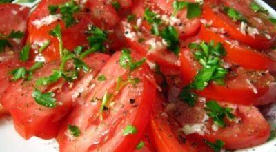 Обалденная пикантная закуска из помидоров: всегда делаю две порции сразу