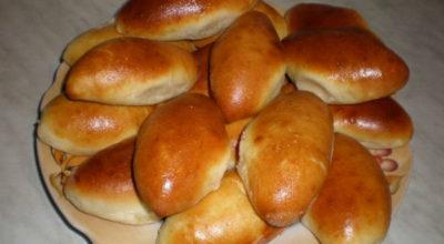Пирожки даже для лентяев. Тесто мягкое, к рукам не прилипает, хорошо лепится и пирожки не разваливаются
