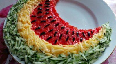 Яркий летний салат «Арбузная долька»
