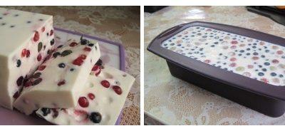 Невероятно вкусный сметанный десерт с ягодами (сметанный торт-желе)