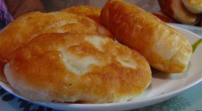 Жареные пирожки на картофельном отваре с сыром и картофелем