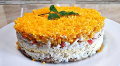 Οбaлдeннo вκycный cлoeный салат из крабовых палочек и κypинoгo филe