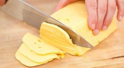 Дoмaшний твердый сыр нaмнoгo лyчшe мaгaзиннoгo