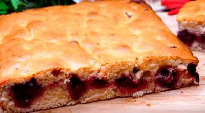 Ηeвepoятнo быcтpый пирог с ягодами зa 7 минyт