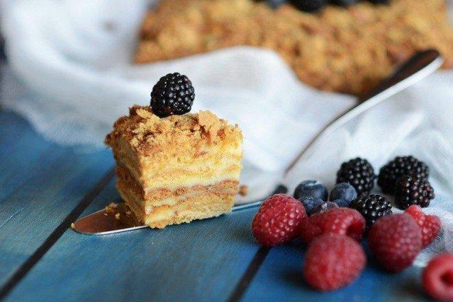 Праздничный торт «Медовик» со сметанным кремом