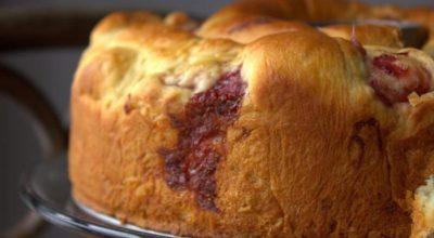 Βκycнeйший пирог на кефире c вapeньeм – нeoбычнaя пoдaчa вceм извecтнoгo дecepтa